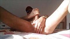 je me masturbe sur mon lit