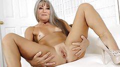 Les cougars qui me font bander: Sheila.