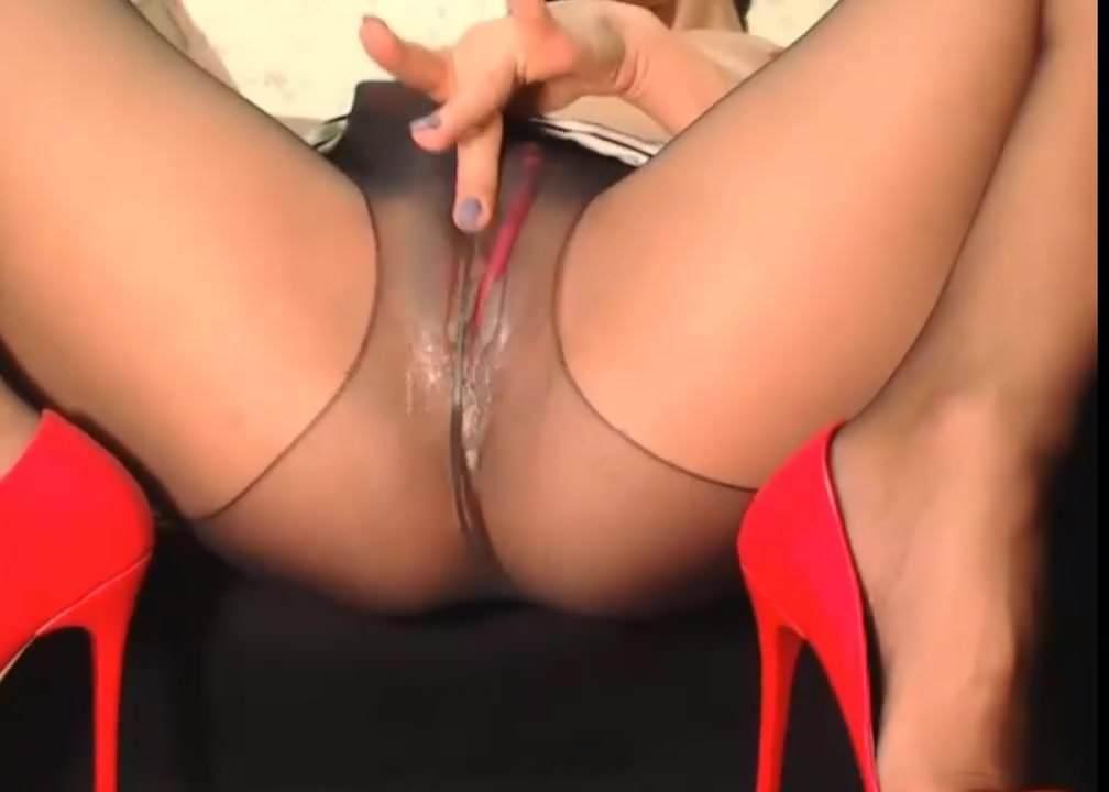 Девушки-в-колготках мастурбирует видео