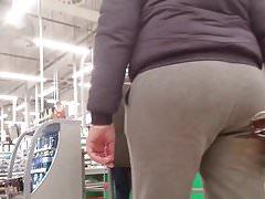 MILF with nice round ass