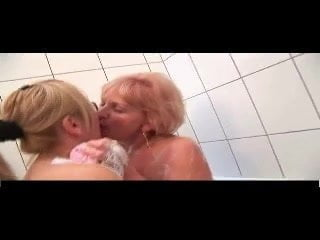 Old & Young Lesbians R20