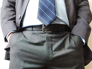 Me DaDDyBigBEAR Boss In Suit Cumshot