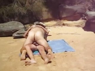 Preview 1 of A couple of bears fuck on the beach !