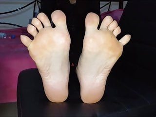Lena moves her sexy (size 40 ) feet