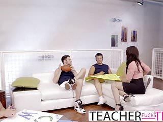 Pensaron que sería una aburrida reunión pero la maestra sorprende a los tres