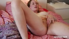 Nicole Rubs Her Hairy Pussy to Orgasm - Ersties