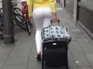 Candid Big Booty 14 - Bubble Butt White Girl in Tight Jeans