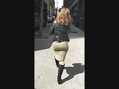 Big Bubble Butt MILF Wobbling Her Ass On The Streets SLOMO