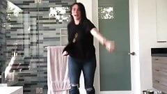 Jennifer Love Hewitt dancing to ''Shake it Off'' part 1