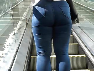 Blonde Milf in jeans Shopping