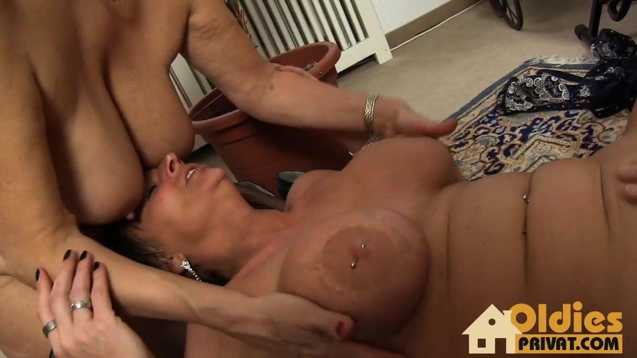 free big tits lesbian