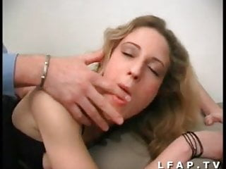 Il defonce le cul de sa secretaire et fini sur son visage