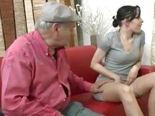 Papy se tape une petite jeune