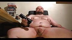 Fat guy hands free cum