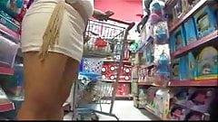 Debajo de la falda embarazada