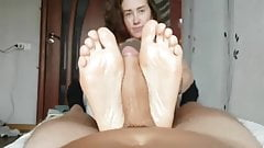 Katie gives oily footjob