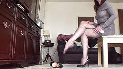 Mature Legs in High-Heels room