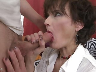 Mature mother suck dick like lollypop and fuck him