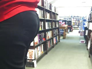 Candid: Mature Nerd wth Wide Hips, Thick Thighs & Plump Butt