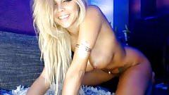 Top model havin fun on webcam