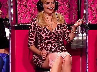 HOLLY WILLOUGHBY AND FEARNE COTTON SAT ON THE TOILET