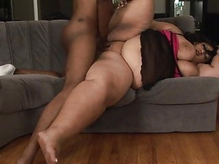 THIS JUICY SSBBW CAN REALLY SUCK AND FUCK!