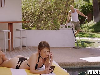Jardinero Cogiendo Con La Hija Del PatróN - Kristen Scott