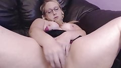 Teen curvy naughty blonde who loves pleasing older men's Thumb