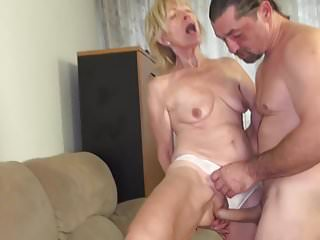 Video bokep online Granny fucked by the painter 3gp