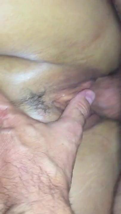 Pénétration de la chatte et massage du clitoris