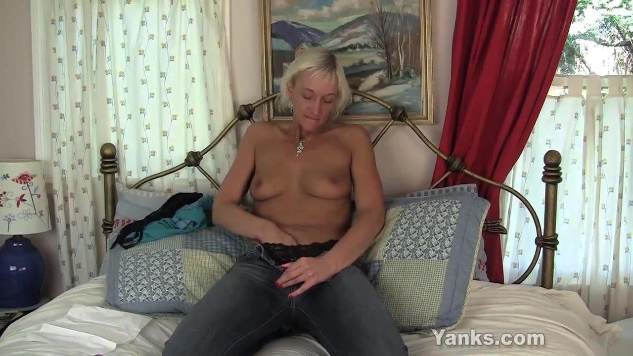 Barbie Lynn Porno slim milf barbie toy her hairy twat