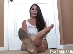 You have a thing for womens feet dont you
