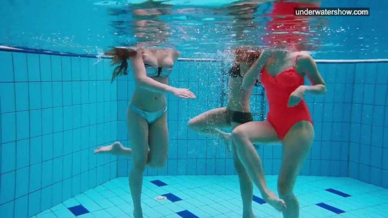 Downlod clip sex woman pool