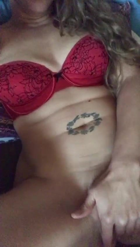 English milf playing with herself!
