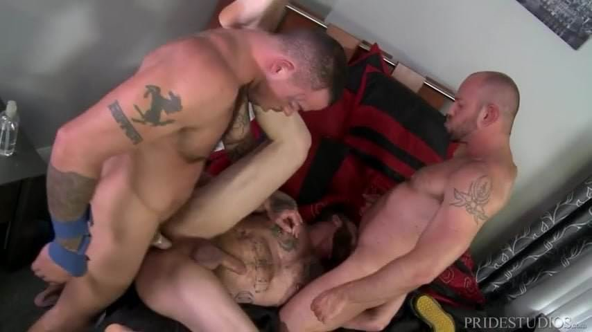 Menover30 hairy and hung butthole in locker room