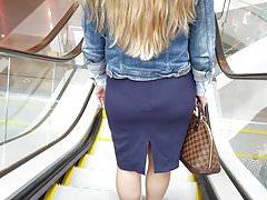 Nice blonde's ass in blue skirt