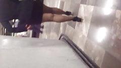 Sexy ejecutiva Madura en minifalda y pantimedias