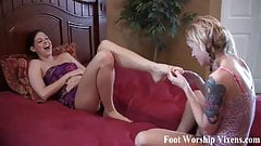 I get so wet when she worships my feet