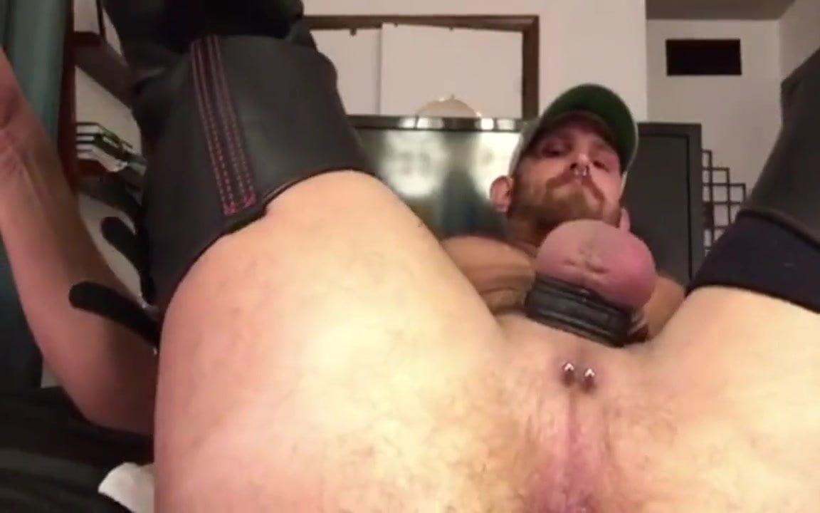 Tranny fucking pussy