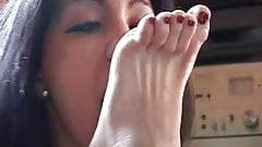 Savanah Worships Tatiana's Feet part 1