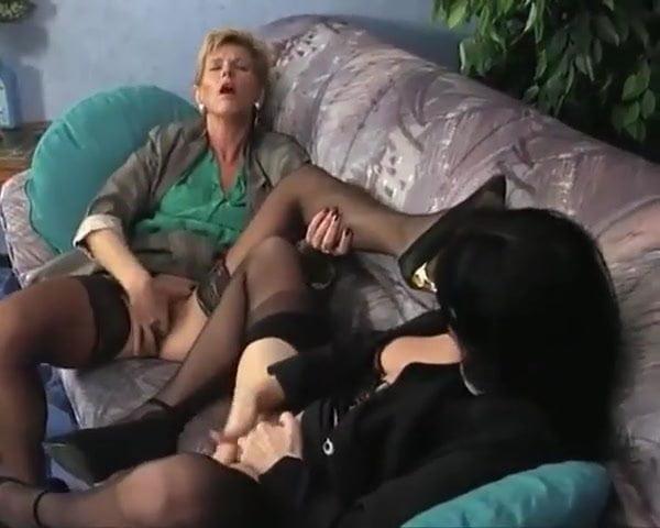 Lesbianin sexy masturbation clip
