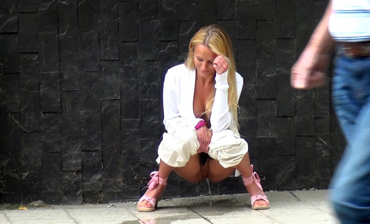 Star caught peeing on sidewalk ass spandex revenge