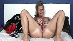 Webcam Hardcore: Blonde Busty Housewife Plays With Dildo