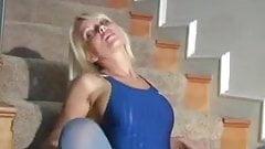 Blonde hottie posing in pantyhose