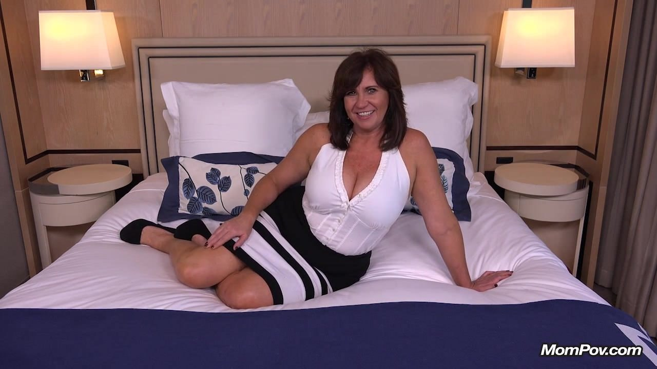 Thick brunette milf riding