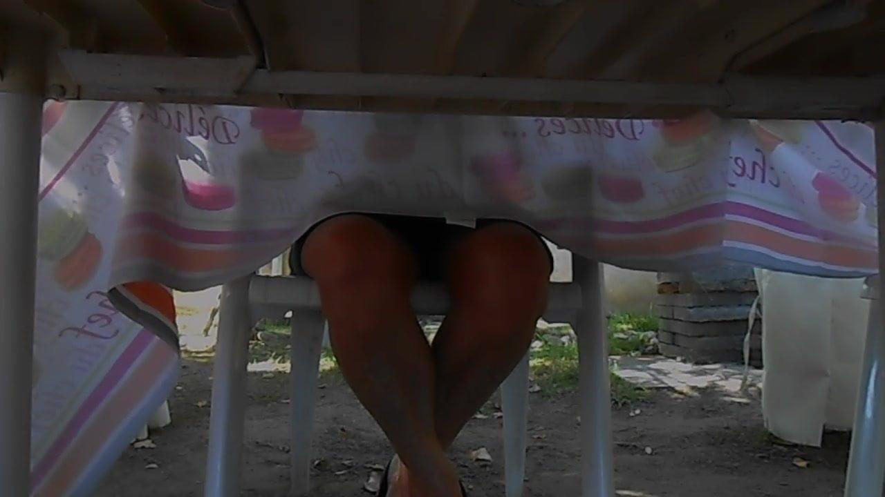 La Table Entre Cuisses Sous Ses 8OwnP0k