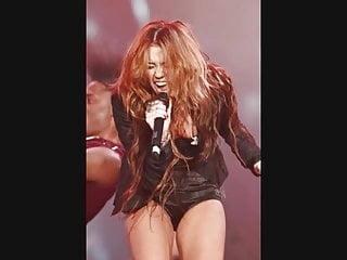 Miley Cyrus dancing Wild & Sexy