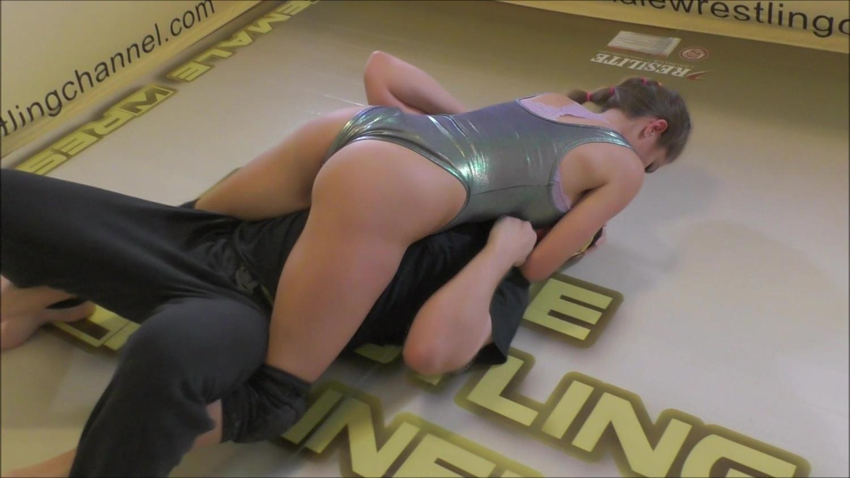 Rick vs Callisto and Monroe! Actual Combined Wrestling Motion!
