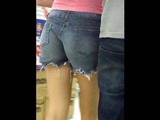 putinha com seucorno semcalcinha ao supermercado