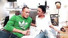 Stiefsohn fickt die notgeile MILF Mama's Thumb